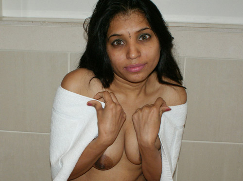 Big Boob Gujarati Indian Babe Filmed Taking Shower