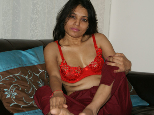 Indian Porn Princess Kavya Stripping In Lounge